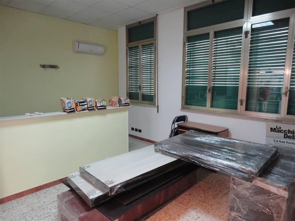 Affitto ufficio ragusa zona stazione servizi 1 classe for Affitto ufficio