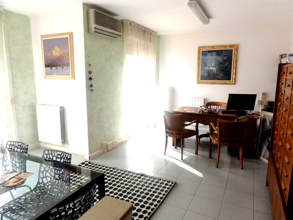 Affitto ufficio livorno zona magenta servizi 1 classe for Affitto ufficio